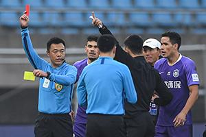 足協杯半決賽次回合天津泰達3-5江蘇蘇寧 錢宇淼與張誠先後被紅牌罰下